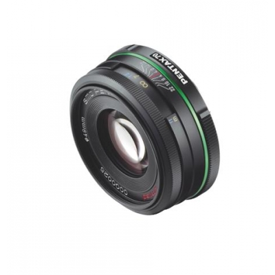 smc_PENTAX_DA_70mm_f2.4_Limited_Edition_3_4front (Small).jpg